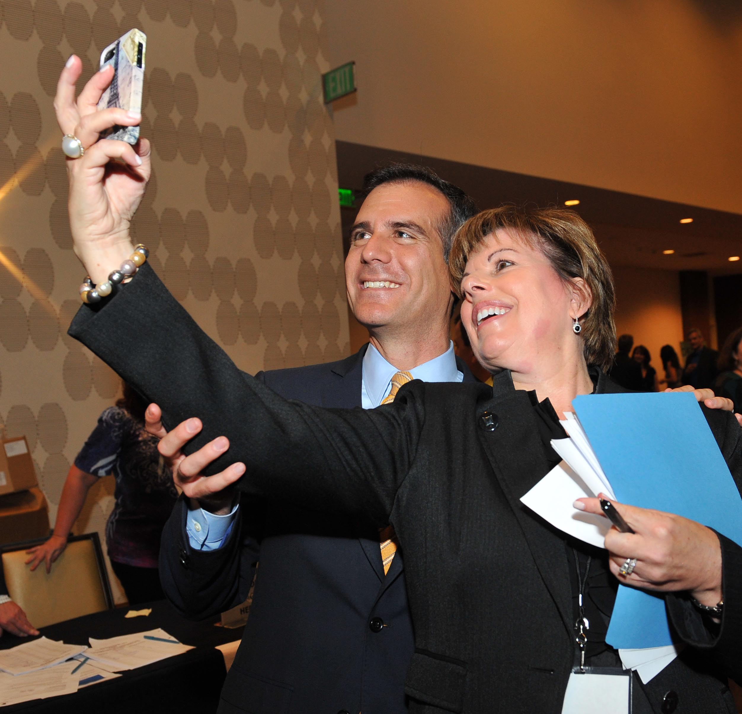 "SAG-AFTRA Los Angeles Local Executive Director Ilyanne Morden Kichaven taking a ""selfie"" with union member and Mayor of Los Angeles Eric Garcetti"