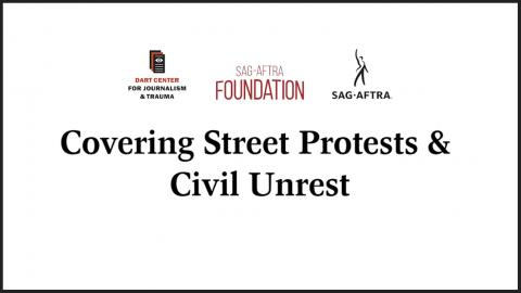 'Dart Center: Covering Street Protests & Civil Unrest' en negro con el logotipo de Dart Center, el logotipo de la Fundación SAG-AFTRA y el logotipo de SAG-AFTRA en la parte superior