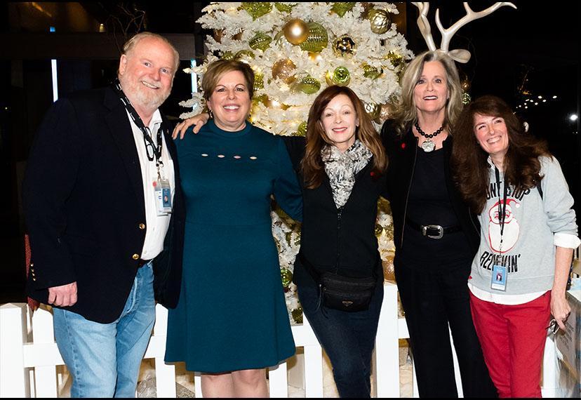 Liderazgo local de Los Ángeles, miembros y personal en la celebración anual de invierno el 11 de diciembre.