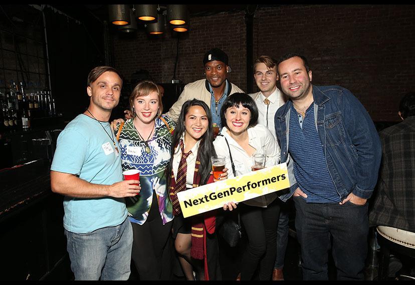 Miembros y asistentes del mezclador anual LA NextGen Performers el 23 de octubre.