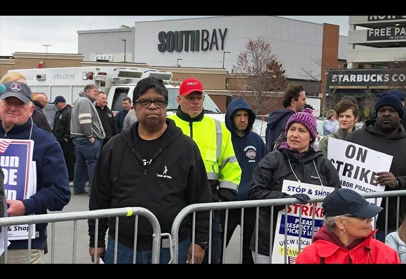 New England Local Vice President, Broadcast Vic Ramos at the Stop & Shop Rally on April 18. (Photo by Sean Martin)