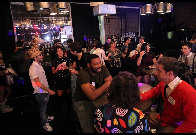 El Comité de Intérpretes NextGen de Los Ángeles se hace cargo de Busby's para su fiesta anual el 22 de octubre.
