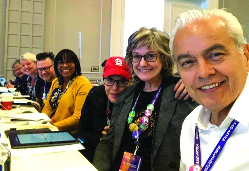 Robert Fuentes con compañeros delegados en la convención SAG-AFTRA.
