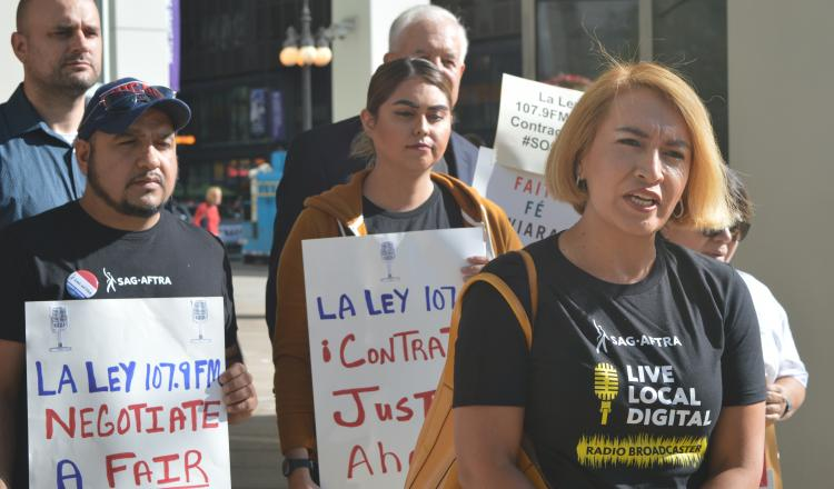 La Ley sports commentator Elizabeth Jiménez called on SBS to provide a fair first contract to its SAG-AFTRA employees during a press conference in front of La Ley's Chicago offices Sept. 4, 2019.