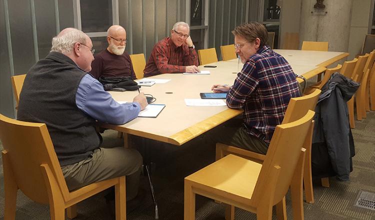 Miembros del Comité de Educación y Difusión local, de izquierda a derecha, Mark Bradley, Steven Spohn, Fred Betz y Casey Lewis el 12 de diciembre (Foto de Paul Cram)