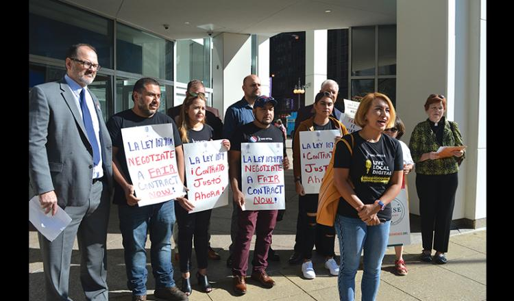 La Ley sports commentator Elizabeth Jiménez called on SBS to provide a fair first contract to its SAG-AFTRA employees during a press conference in front of La Ley's Chicago offices Sept. 4.