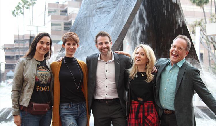 Desde la izquierda, America Young, Sarah Elmaleh, el presidente del subcomité de artistas de NextGen, Ben Whitehair, el vicepresidente del subcomité, Aubrey Mozino y Dee Bradley Baker.
