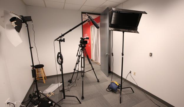 The L.A. On-Camera Lab provides state-of-the-art equipment for self-taping sessions and is open to SAG-AFTRA and Actors Equity members nationwide. (Photo by Jesse Grant)