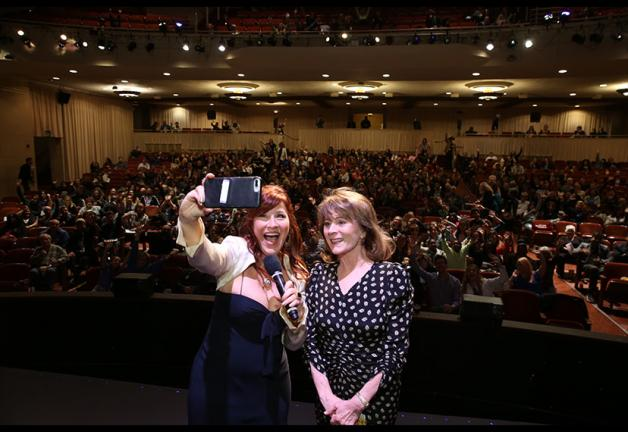 SAG-AFTRA L.A. Host Committee Chair Lisa Ann Walter and Local President Patricia Richardson – along with over 700 – take a photo at the local's SAG Awards® viewing party. Photo by Jesse Grant/SAG-AFTRA