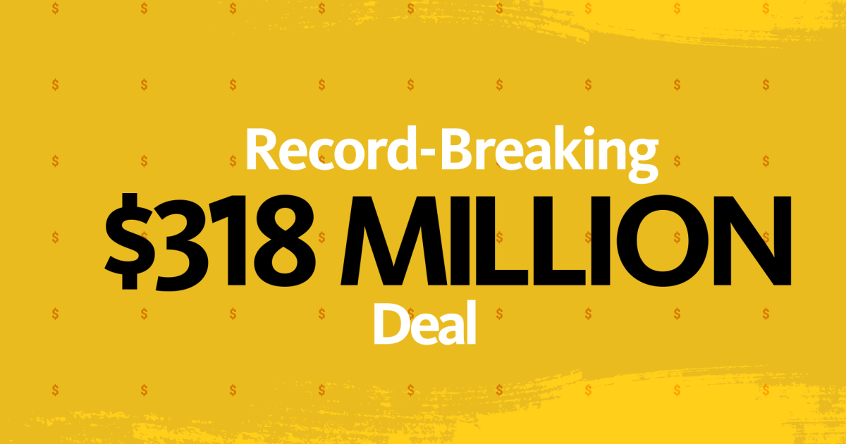 """""""Record Breaking"""" en letra blanca, tamaño de letra pequeño. """"$ 318 millones"""" en la línea 2 en fuente negra, tamaño de fuente grande. """"Oferta"""" en la línea 3 en blanco, tamaño de fuente pequeño. Todo centrado en un fondo texturizado amarillo y mostaza."""